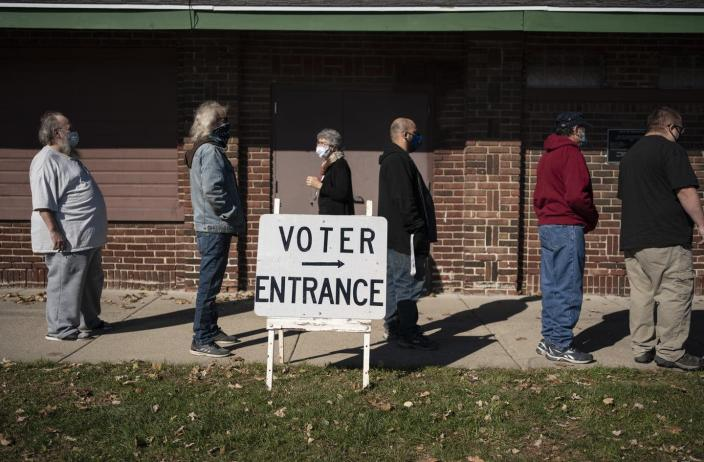 """<span class=""""caption"""">People have information on how they'll vote, but also about how others in their community may vote.</span> <span class=""""attribution""""><a class=""""link rapid-noclick-resp"""" href=""""https://newsroom.ap.org/detail/USElection2020WisconsinMisinformation/52a5b75dca5245b48ebc25f296547302/photo"""" rel=""""nofollow noopener"""" target=""""_blank"""" data-ylk=""""slk:AP Photo/Wong Maye-E"""">AP Photo/Wong Maye-E</a></span>"""