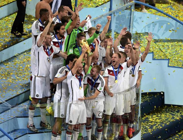 The German team celebrates with the World Cup trophy after winning the 2014 World Cup final against Argentina at the Maracana stadium in Rio de Janeiro July 13, 2014. REUTERS/Francois Xavier Marit (BRAZIL - Tags: SOCCER SPORT WORLD CUP TPX IMAGES OF THE DAY)