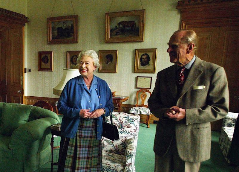 BALMORAL, SCOTLAND - AUGUST 16: (NO UK USE FOR 28 DAYS) Britain's Queen Elizabeth II and Prince Philip, Duke of Edinburgh wait to receive the President of Malta, Dr Edward Fenech-Adami and his wife, Mary while on holiday at Balmoral Castle on August 16, 2005 in Balmoral, Scotland. (Photo by ROTA/Anwar Hussein Collection/Getty Images)