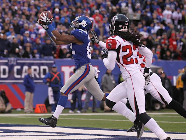 EAST RUTHERFORD, NJ - JANUARY 08: Mario Manningham #82 of the New York Giants catches a 27-yard touchdown reception in the fourth quarter against the Atlanta Falcons during their NFC Wild Card Playoff game at MetLife Stadium on January 8, 2012 in East Rutherford, New Jersey. (Photo by Nick Laham/Getty Images)