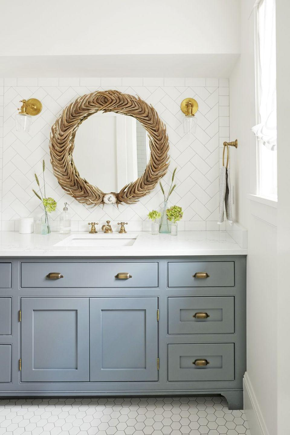 <p>Rather than opting for straight rows of mosaic tiles, have fun with it by changing the orientation. Here, a diagonal herringbone pattern adds interest to the wall. <br></p>