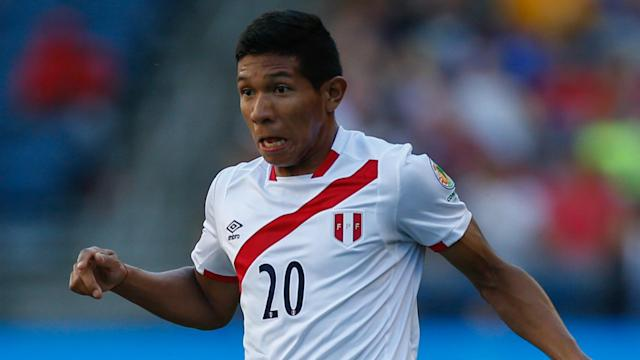 Paolo Guerrero and Edison Flores were on target as Peru upstaged Uruguay in Lima.