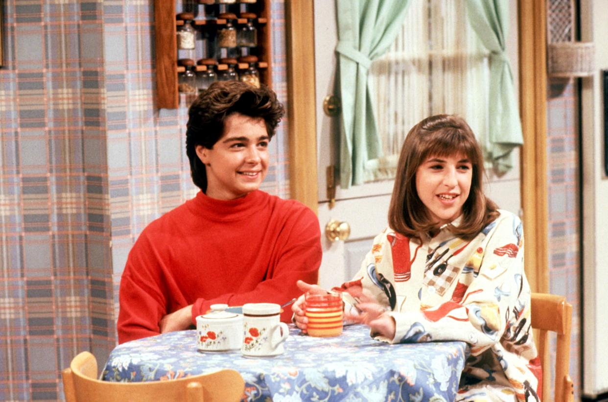 Joey Lawrence and Mayim Bialik on a Season 1 episode of 'Blossom' (Photo: Touchstone Television / courtesy Everett Collection)