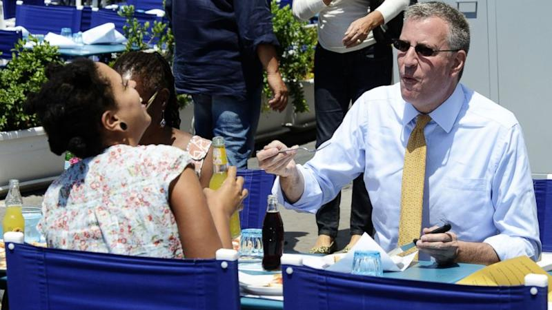 NYC Mayor Bill de Blasio Does it Again -- Eats Pizza in Italy With a Fork