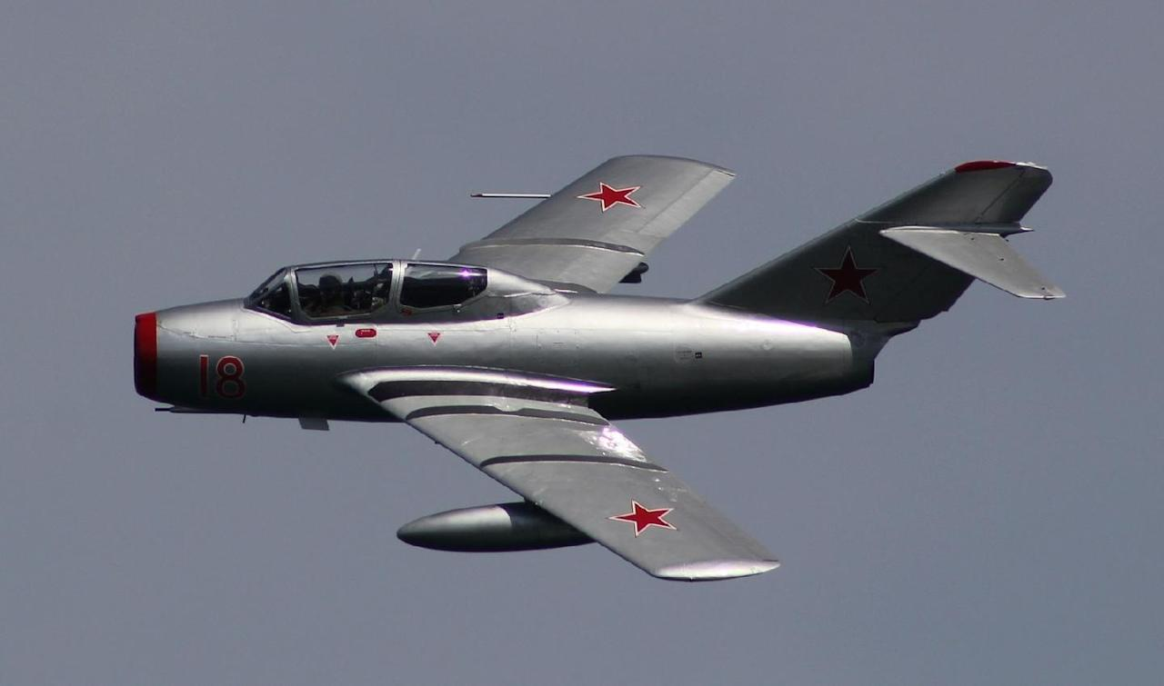 Jet Fighter Death Match: Russia's MiG-15 vs. America's F-86 Sabre (Who Wins?)