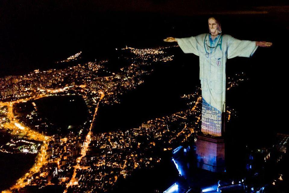 <p>After illuminating in various flags to pay tribute to those countries affected by the Coronavirus pandemic in March, the iconic Rio de Janeiro statue was illuminated in a medical uniform over the weekend. As a tribute to medical workers, the statue also had 'thank you' inscribed at the bottom of the illumination. </p>