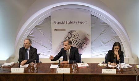 Governor of the Bank of England Mark Carney hosts a Financial Stability Report press conference flanked by deputy governor Jon Cunliffe (L) and communications executive director Jenny Scott at the Bank of England in central London, Britain on November 30, 2016. REUTERS/Justin Tallis/Pool