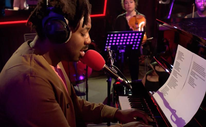 """Watch Sampha Perform a Dramatic Cover of Drake's """"Controlla"""""""