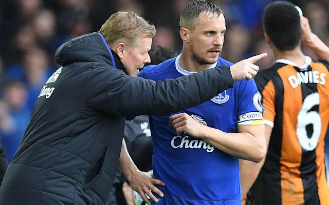 Ronald Koeman's Everton ran out comfortable winners against Hull - AFP or Licensors