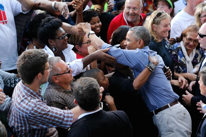 U.S. President Barack Obama greets people in the crowd after delivering remarks at Laborfest 2014 at Maier Festival Park in Milwaukee, Wisconsin September 1, 2014. REUTERS/Jonathan Ernst (UNITED STATES - Tags: POLITICS BUSINESS EMPLOYMENT)