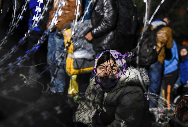 Migrants and refugees wait to cross the Greek-Macedonian border near the village of Idomeni, Greece, on December 3, 2015 (AFP Photo/Armend Nimani)