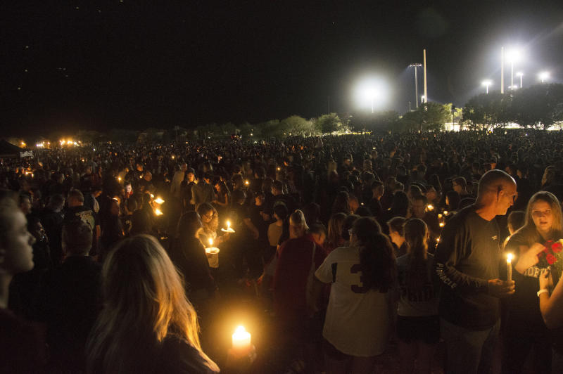 Thousands of community members gather to mourn those who died in Wednesday's school shooting in Parkland, Florida. (Johanne Rahaman for HuffPost)