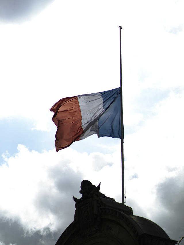 A French flag at the Elysee Palace is at half-mast to pay homage to late French President Jacques Chirac, Friday Sept. 27, 2019 in Paris. Mourners are signing memory books, flags are lowered and French politicians from across the spectrum are paying tributes to late President Jacques Chirac. (AP Photo/Kamil Zihnioglu)