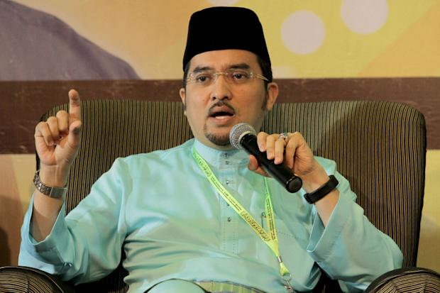 Datuk Dr Asyraf Wajdi Dusuki has insisted that the proposed amendment to the Syariah Courts (Criminal Jurisdiction) Act 1965 has nothing to do with hudud as alleged. — Picture by Yusof Mat Isa