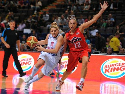 Diana Taurasi of the USA (R) vies with Jo Leedham of Great Britain