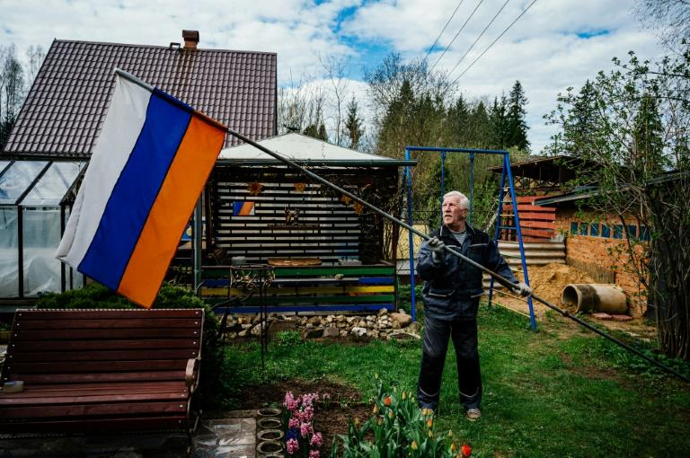 Despite the coronavirus putting limitations on official celebrations, Gennadiy Matveyev kept up his long tradition of raising the Russian flag to commemorate victory over Nazi Germany (AFP Photo/Dimitar DILKOFF)