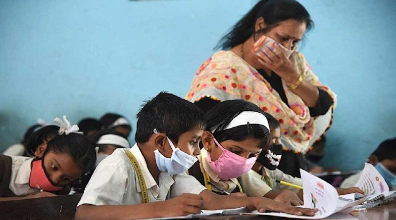 Schools Reopening Guidelines Across India: Ministry of Education Issues SOPs, No Assessment Up to 2–3 Weeks; Here Are Complete Guidelines