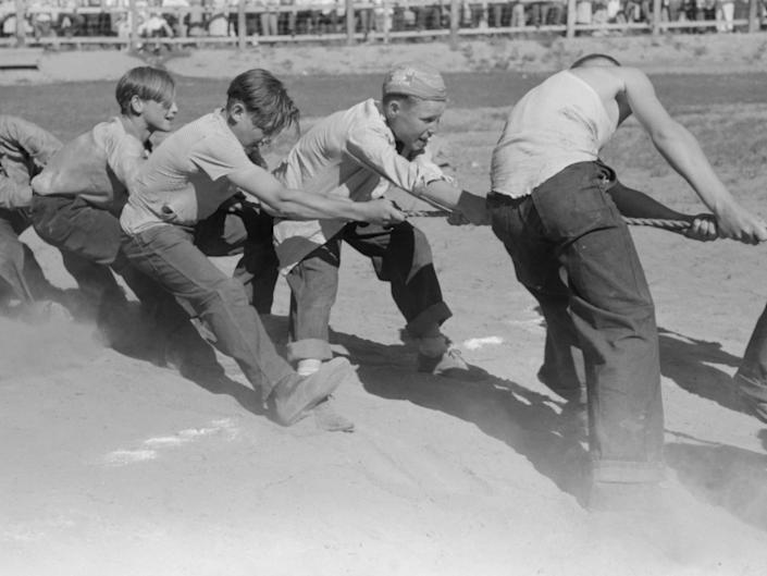Boys playing tug of war in Vale, Oregon, July 4, 1941.