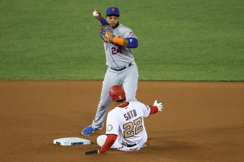 Robinson Cano turns double play against Nationals