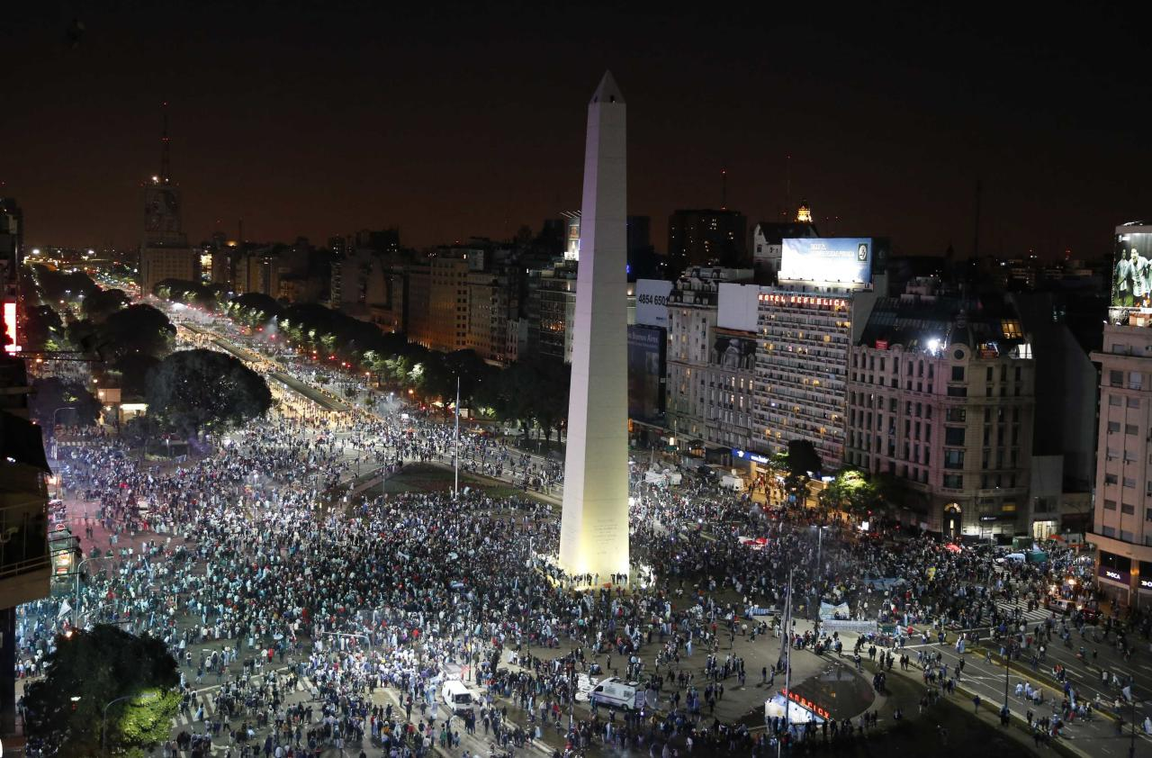 Argentina's fans gather around the Obelisk after Argentina lost to Germany in their 2014 World Cup final soccer match in Brazil, at a public square viewing area in Buenos Aires, July 13, 2014. REUTERS/Andres Stapff (ARGENTINA - Tags: SPORT SOCCER WORLD CUP)