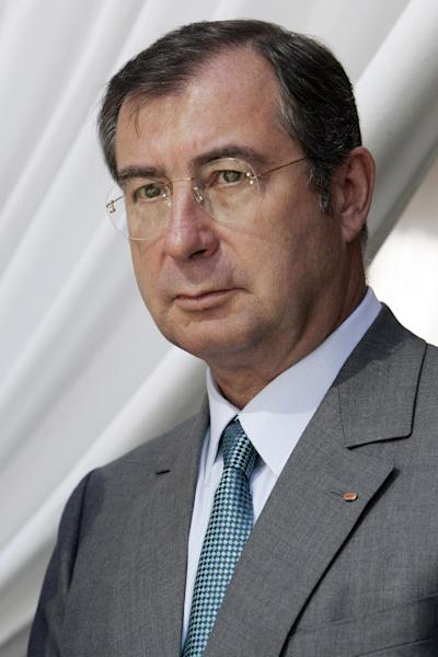 FILE - This June 30, 2009, file photo shows Martin Bouygues, chairman and chief executive officer of the French company Bouygues, during a presser at La Defense near Paris. French conglomerate Bouygues is offering euro10.5 billion ($14.4 billion) for control of mobile operator SFR telecommunications, entering a bidding war for the Vivendi unit. (AP Photo/Francois Mori, File)
