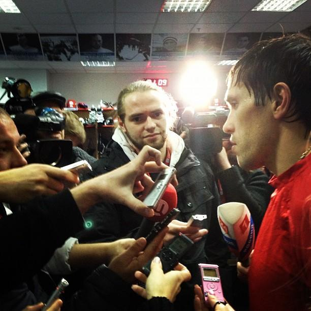 Pavel Datsyuk in the spotlight during postgame scrum. (#NickInEurope)