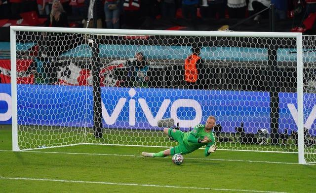 Kasper Schmeichel saved the penalty but Harry Kane scored from the rebound