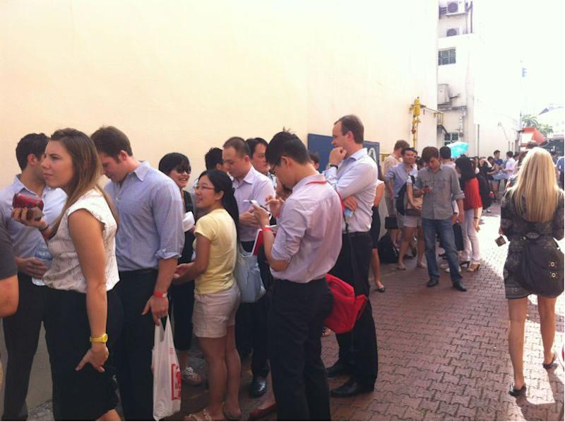 The lucky 300 who got their hands on the burger (Photo by Xavier Teo)
