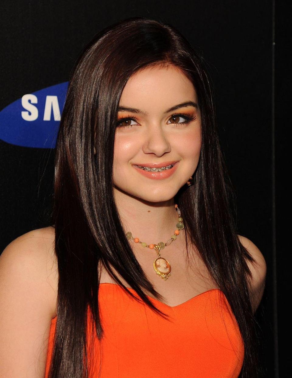 """<p><em>Modern Family </em>star Ariel Winter had braces for season two of the hit sitcom. Ariel said growing up on the show wasn't always the easiest, and the year she had braces was the worst. """"The year I had braces was an awful year for me,"""" <a href=""""https://www.cinemablend.com/television/2489745/ariel-winter-explains-why-growing-up-on-modern-family-was-difficult-and-awful"""" rel=""""nofollow noopener"""" target=""""_blank"""" data-ylk=""""slk:according to Cinemablend"""" class=""""link rapid-noclick-resp"""">according to Cinemablend</a>. """"I went through puberty over the summer. I had other things. It was an awful year for me.""""</p>"""