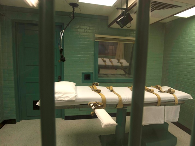 The death chamber is seen through the steel bars from the viewing room at the state penitentiary in Huntsville, Texas in this September 29, 2010 handout. REUTERS/Jenevieve Robbins/Texas Dept of Criminal Justice/Handout via Reuters