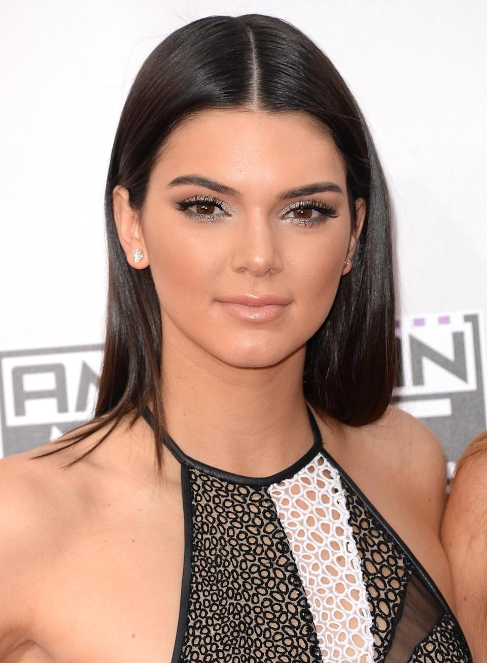 <p>At the Nokia Theatre in Los Angeles, Jenner's slick straight brunette hair was a mod frame for her silver eyeliner and pale pink lipstick. <i>(Photo: Getty Images)</i></p>