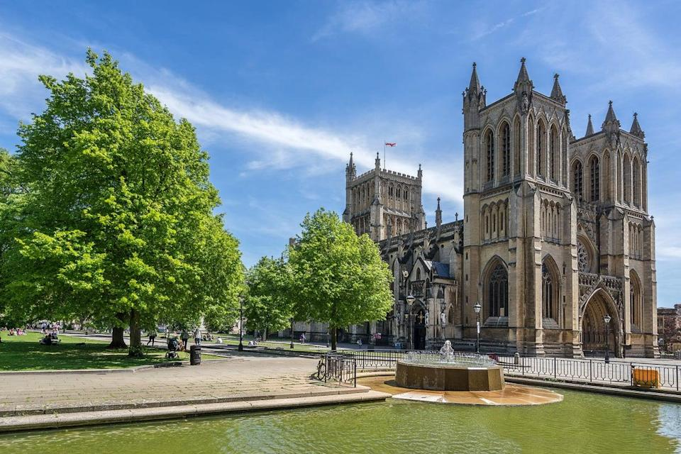 Bristol Cathedral on College Green (Getty/iStock)