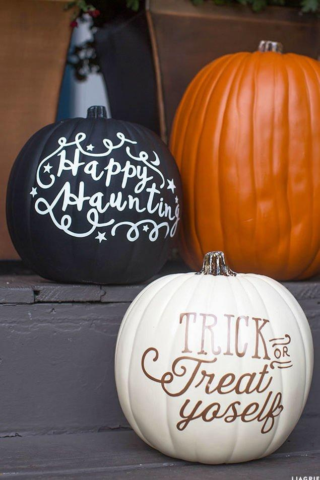 <p>What better way to greet trick-or-treaters than with charming, vinyl lettering Halloween phrases?</p>
