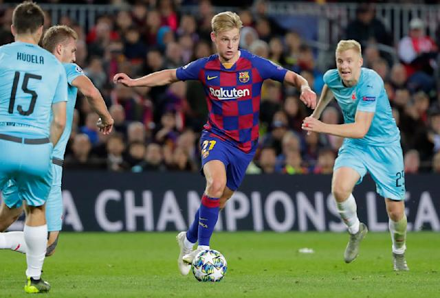 Barcelona's Frenkie de Jong, center, and Slavia's Michal Frydrych, right, vie for the ball during a Champions League group F soccer match between Barcelona and Slavia Praha at Camp Nou stadium in Barcelona, Spain, Tuesday, Nov. 5, 2019. (AP Photo/Emilio Morenatti)