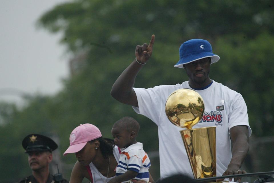 Pistons' center Ben Wallace celebrates with Larry O'Brien trophy Thursday, June 17, 2004 during the Pistons' championship parade while riding down East Jefferson in Detroit.