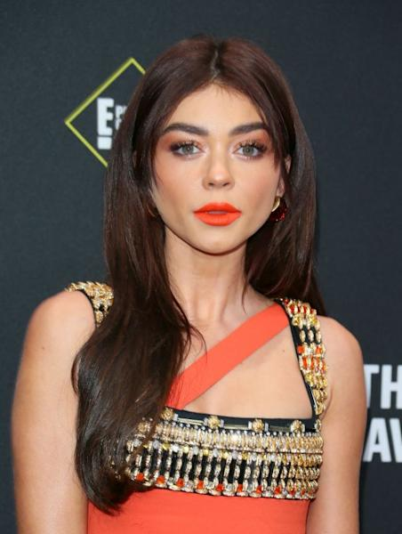 US actress Sarah Hyland opted for a scene-stealing, sunset orange lip, which she teamed with bronze eyeshadow and spiky lashes