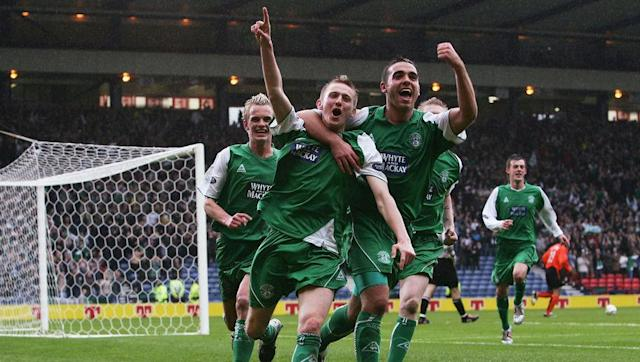 <p>Motherwell snatched a late draw in this 12 goal thriller. Hibs raced into a 4-1 lead in the first half thanks to a 36-minute hat-trick from Colin Nish.</p> <br><p>Two goals from Anthony Stokes around the hour mark made it 6-2 to Hibs but Giles Coke's second goal sparked a stunning turn around in which Motherwell scored four goals in less than half an hour.</p> <br><p>Tom Hateley made it 6-4 after 72 minutes and the Chris Sutton bagged his second of the game four minutes later to make it 6-5.</p> <br><p>The spectacle reached its epic climax in the 90th minute as Ross Forbes has a penalty saved by Hibs keeper Graeme Smith, only for Lukas Jutkiewicz to equalise in the 93rd minute with a spectacular solo effort which his manager compared to Marco van Basten's goal in the 1988 European Championship final.</p>