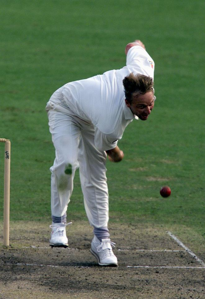 21 Dec 2001:  Allan Donald of South Africa in action  during the second day's play in the tour match between South Africa and New South Wales being played at the Sydney Cricket Ground, Sydney, Australia. DIGITAL IMAGE. Mandatory Credit: Nick Wilson/GettyImages