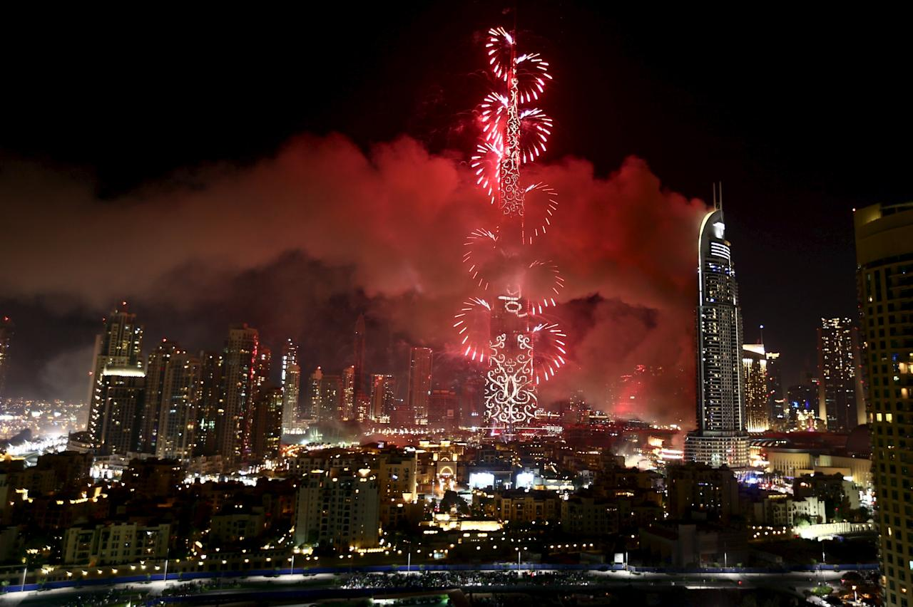 The Address Downtown Dubai hotel and residential block is seen engulfed by fire as fireworks explode over the Burj Khalifa, the tallest building in the world, during the New Year celebrations in Dubai January 1, 2016. REUTERS/Hassan Al Rasi        EDITORIAL USE ONLY. NO RESALES. NO ARCHIVE      TPX IMAGES OF THE DAY