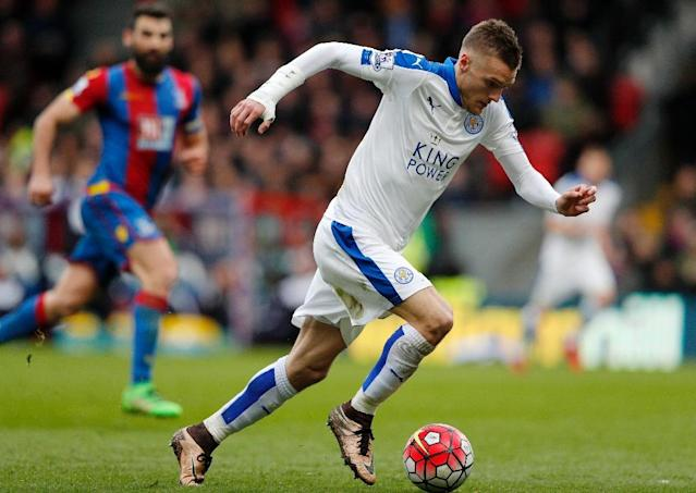 Leicester City's striker Jamie Vardy carries the ball during the English Premier League football match between Crystal Palace and Leicester City in south London on March 19, 2016 (AFP Photo/Adrian Dennis)