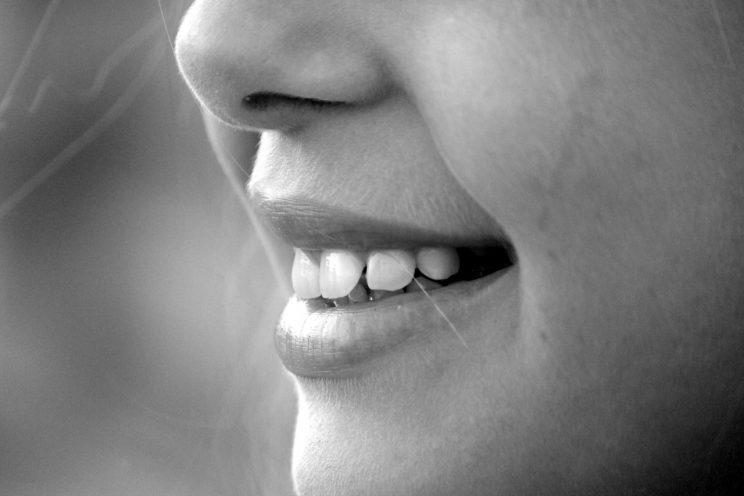 There is lots of confusion surrounding how we should brush our teeth [Photo: Pixabay via Pexels]