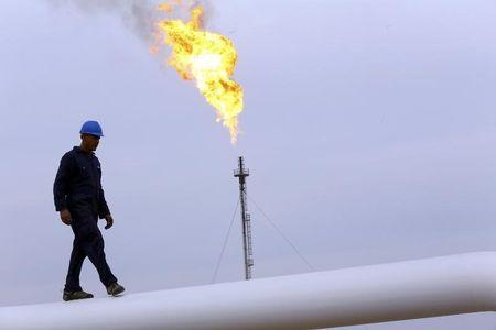 Crude drifts lower in Asia