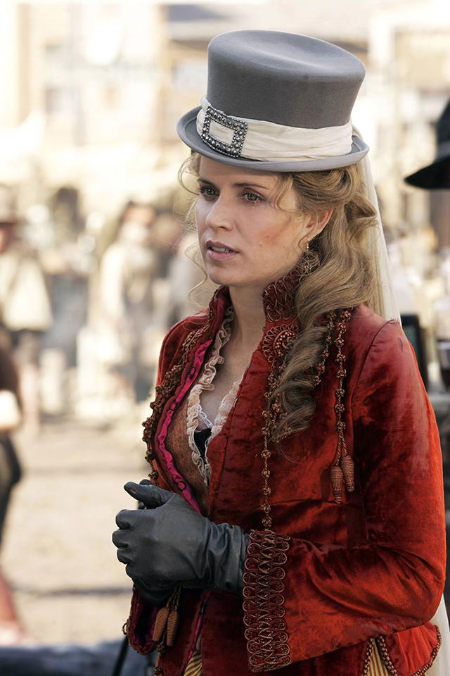 kim dickens ready to dust off joanie stubbs top hat for
