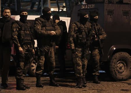 Special forces police officers stand guard at the scene of a bomb blast in Istanbul January 6, 2015. REUTERS/Osman Orsal
