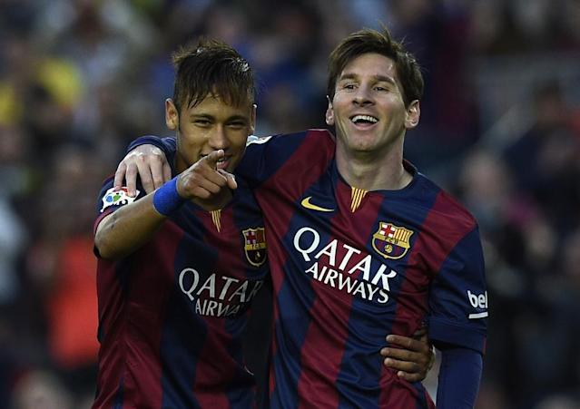 Barcelona's forward Neymar (L) and Lionel Messi (R) celebrate after scoring a goal during the Spanish league football match Barcelona vs Getafe at the Camp Nou stadium in Barcelona on April 28, 2015 (AFP Photo/Lluis Gene)