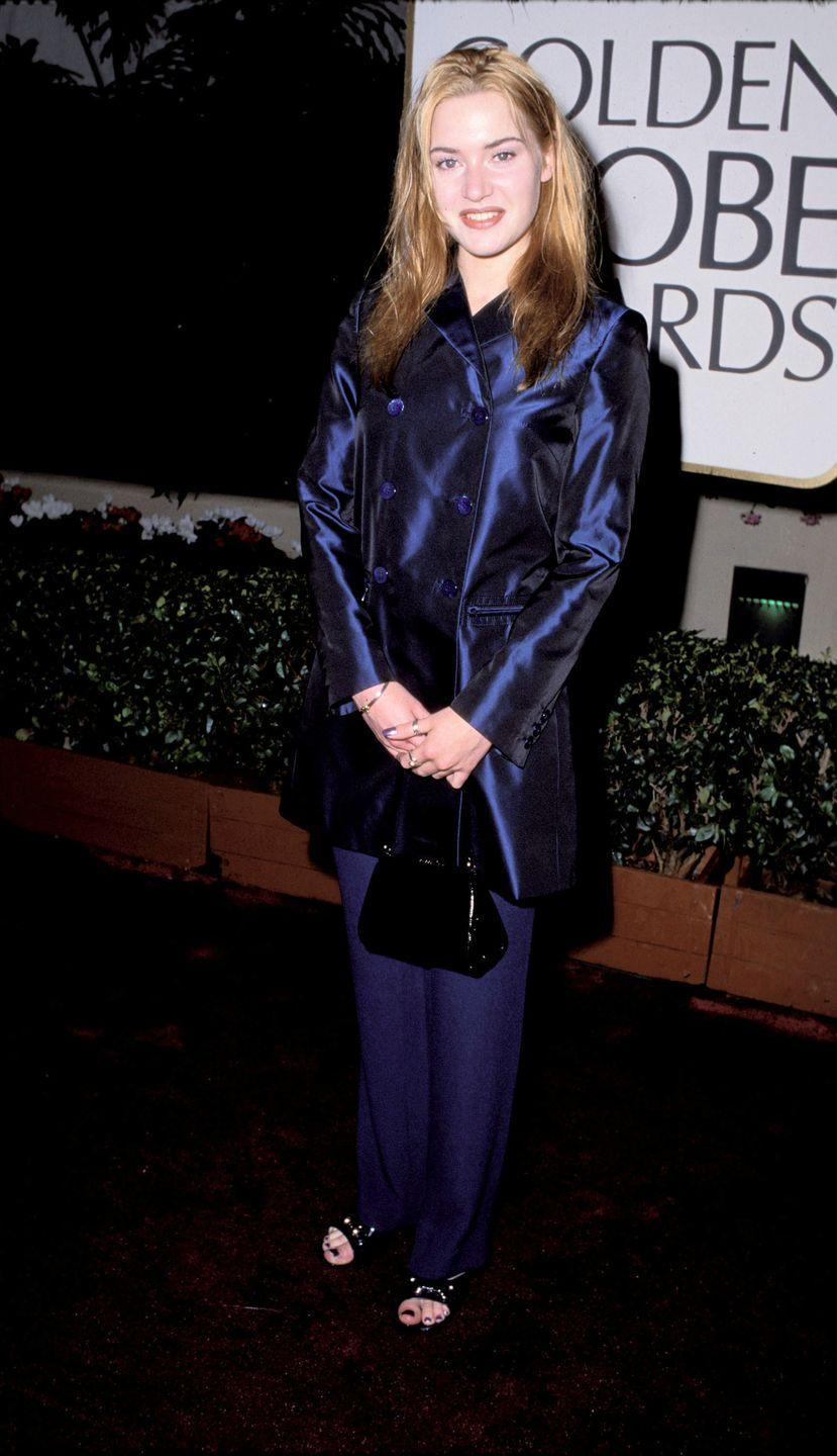 <p>So, Kate showed up to the 1996 Golden Globe Awards in what looks like a shiny blue raincoat and matching blue pants. TBH, looks comfy.</p>