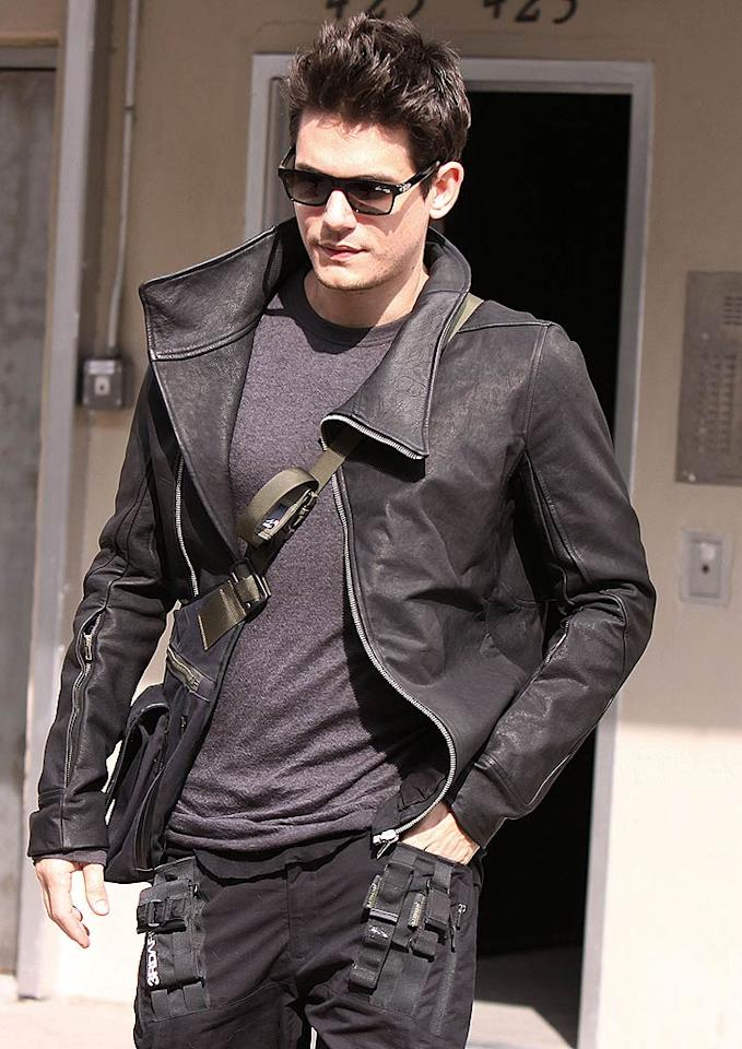 """Spotted in the Meatpacking District in downtown Manhattan was John Mayer, who left Sally Hershberger's infamous salon with a new 'do. Hot or not? Our vote: HOT! Jose Perez/<a href=""""http://www.splashnewsonline.com"""" target=""""new"""">Splash News</a> - October 13, 2009"""