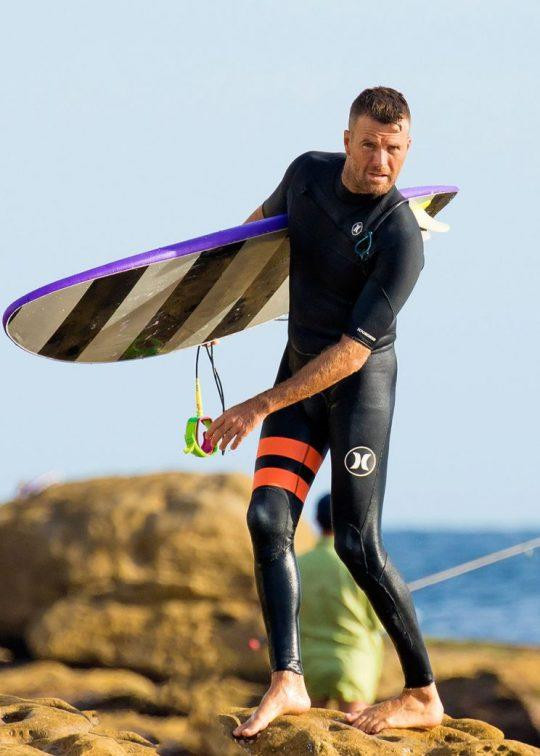 """Celebrity paleo chef Pete Evans, an avid surfer, called sunscreen """"poisonous,"""" igniting online debate. (Photo: Getty Images)"""