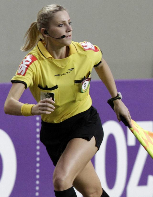 Brazil's referee assistant Fernanda Colombo Uliana runs during the Brazilian championship soccer match between Atletico Mineiro and Cruzeiro in Belo Horizonte May 11, 2014. Uliana has just been granted FIFA official status by the refereeing committee of the Brazilian Football Confederation. REUTERS/Washington Alves (BRAZIL - Tags: SPORT SOCCER)