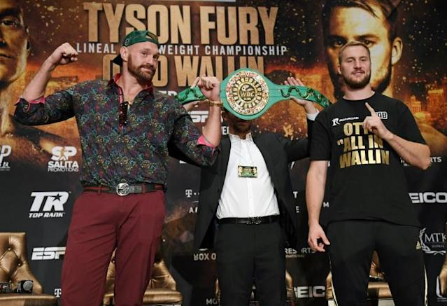 Heavyweights Tyson Fury and Otto Wallin pose ahead of their fight in Las Vegas on Saturday (AFP Photo/Ethan Miller)